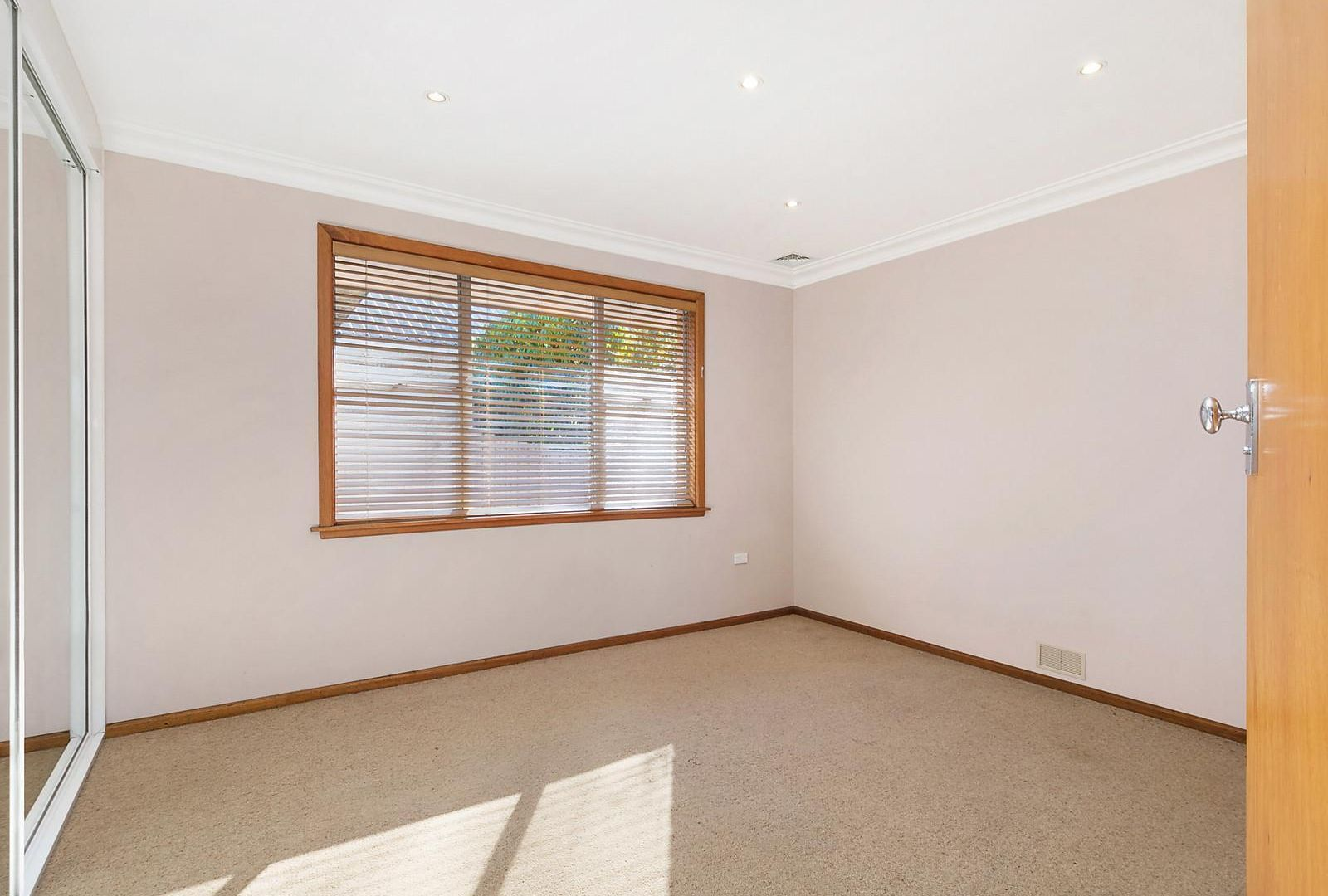 11 Dalrymple Avenue, Wentworth Falls NSW 2782, Image 2