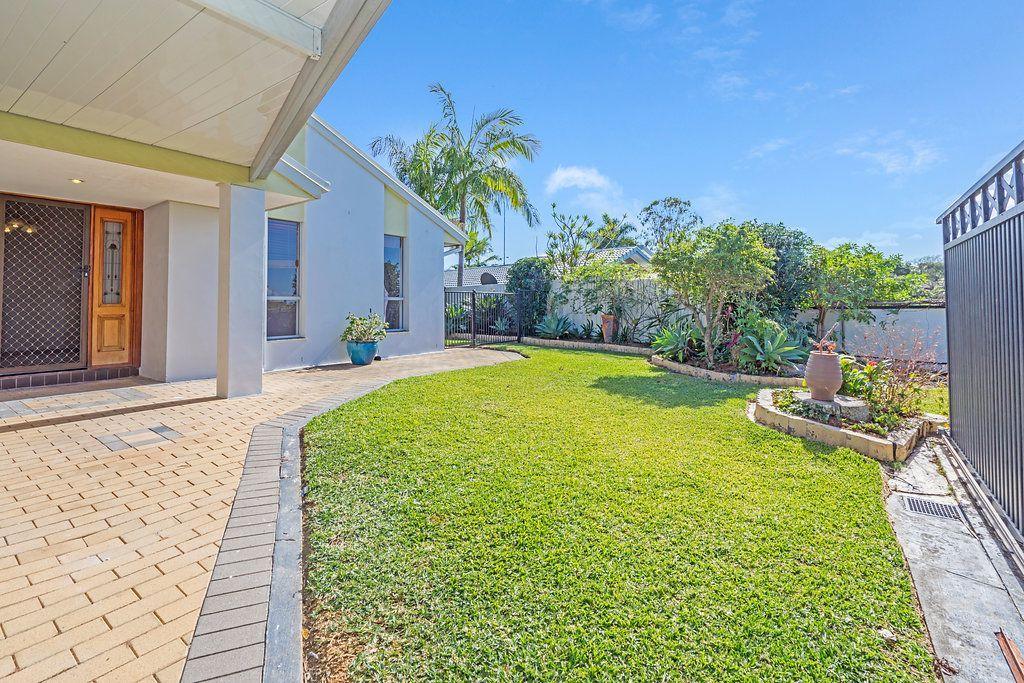 5 Grenaside Court, Robina QLD 4226, Image 2