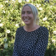 Danielle Skinner, Sales representative