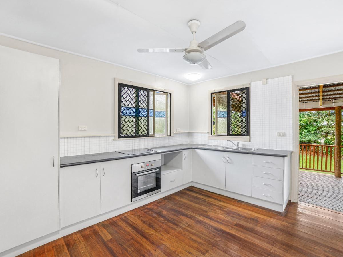 22 Macilwraith Street, Manoora QLD 4870, Image 2