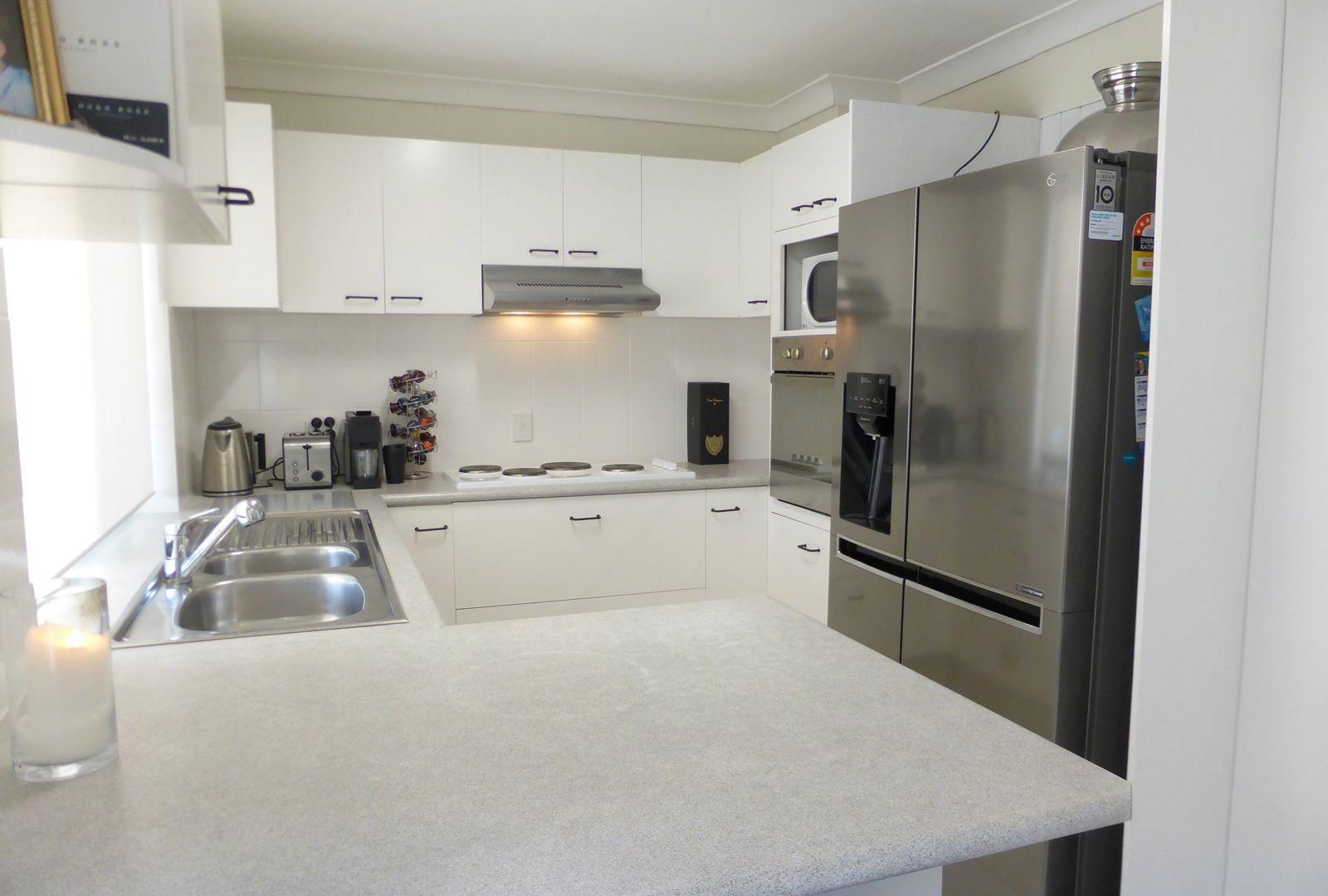 12 Beacon Crescent, Newport QLD 4020, Image 2