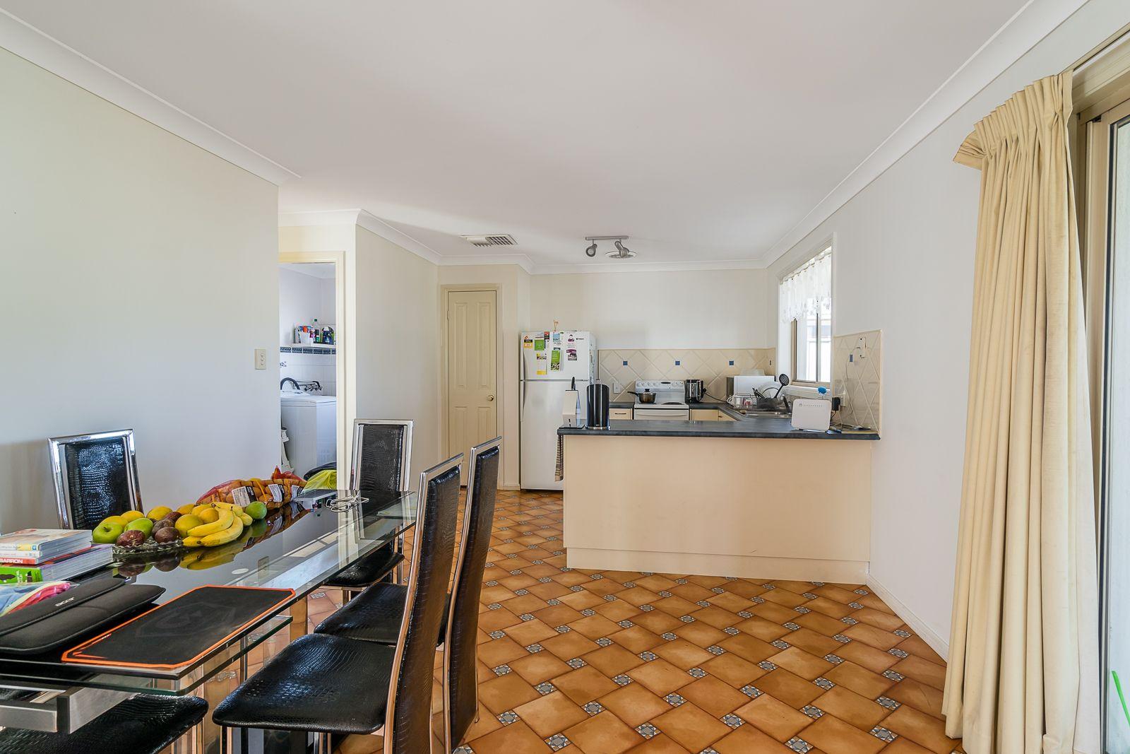 92 Twickenham Drive, Dubbo NSW 2830, Image 2