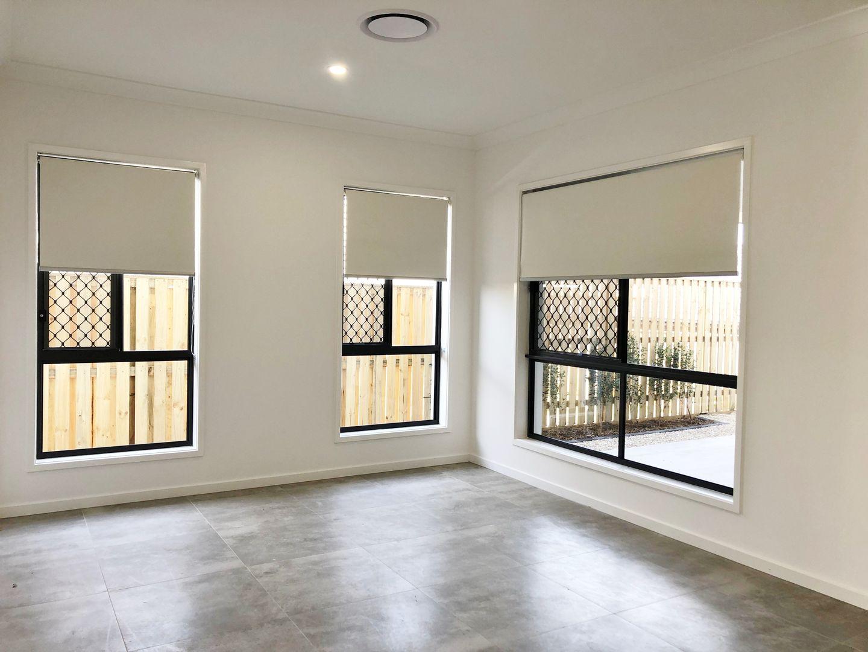 Unit 2/2 Girtin Cct, Pimpama QLD 4209, Image 2