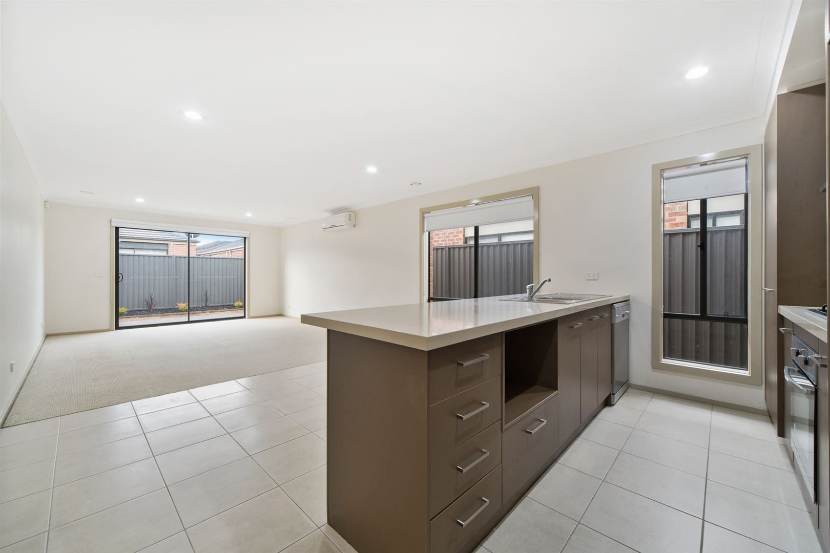 32 Jupiter Crescent, Cranbourne West VIC 3977, Image 2