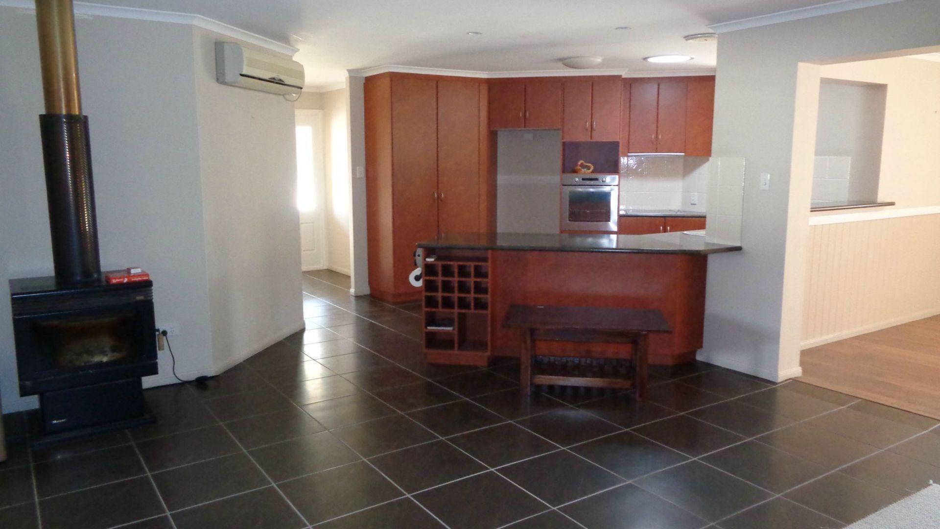 40 Melaleuca Crescent, Stanthorpe QLD 4380, Image 2