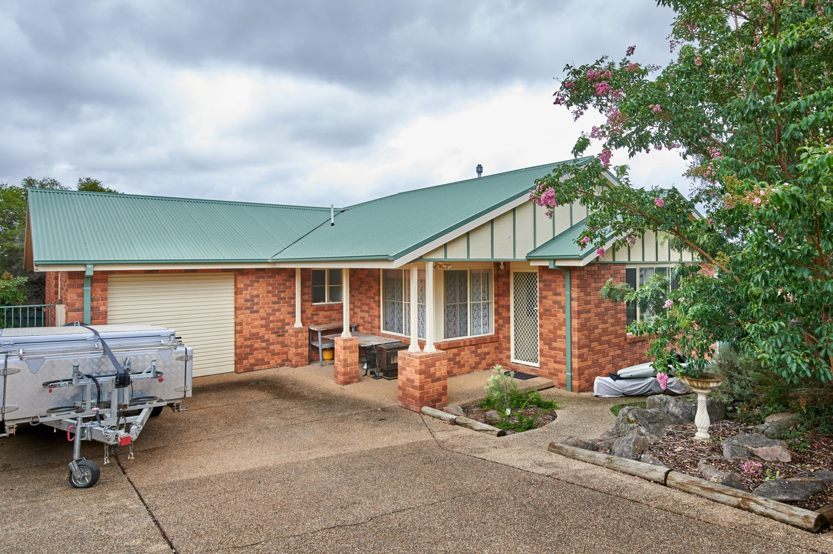 2/3 Kincora Place, Bourkelands NSW 2650, Image 0