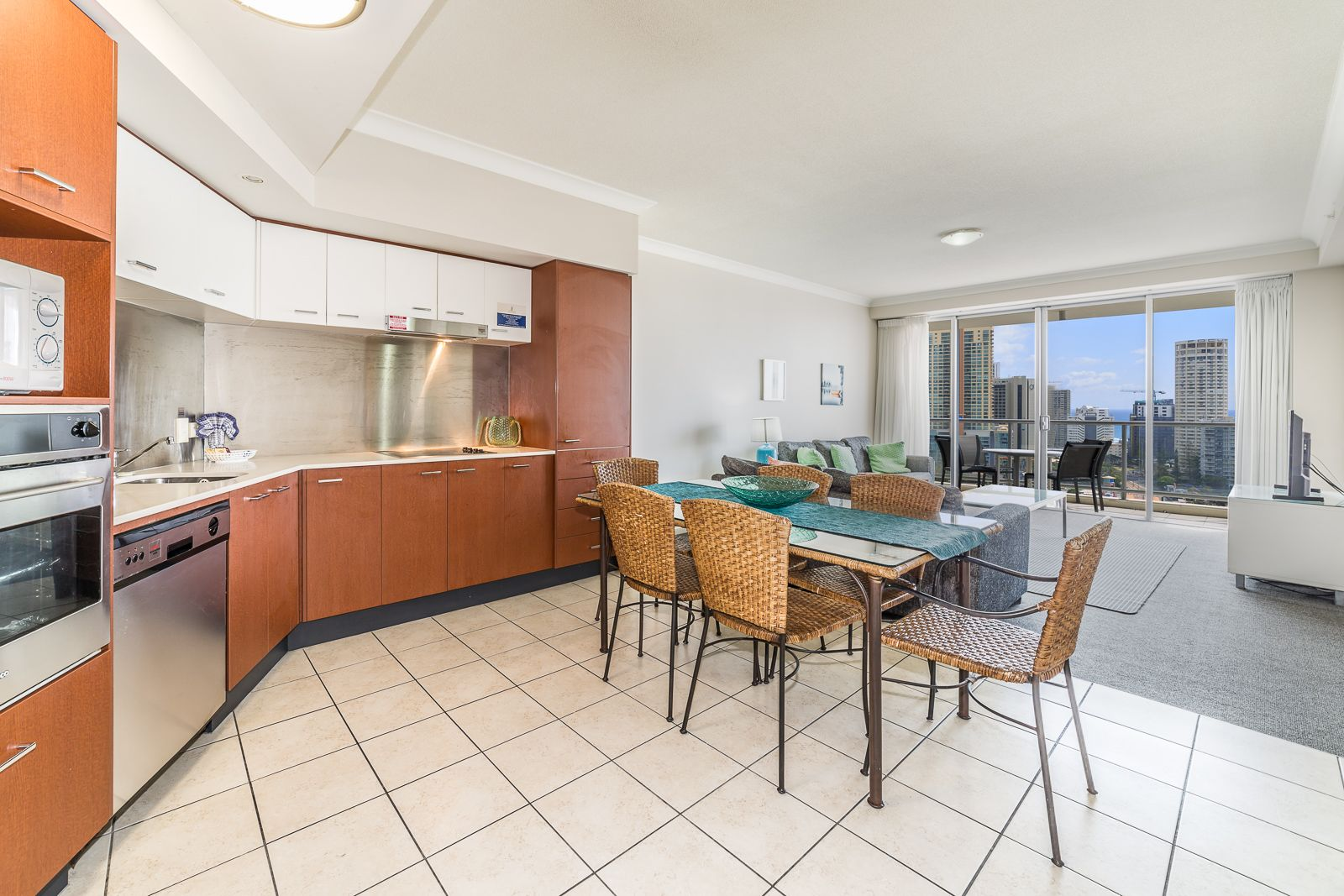 23 Ferny Avenue, Surfers Paradise QLD 4217, Image 2