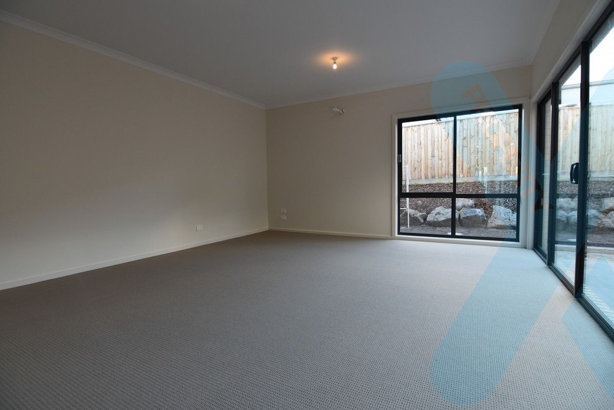 31 Queen Circuit, Sunshine VIC 3020, Image 1