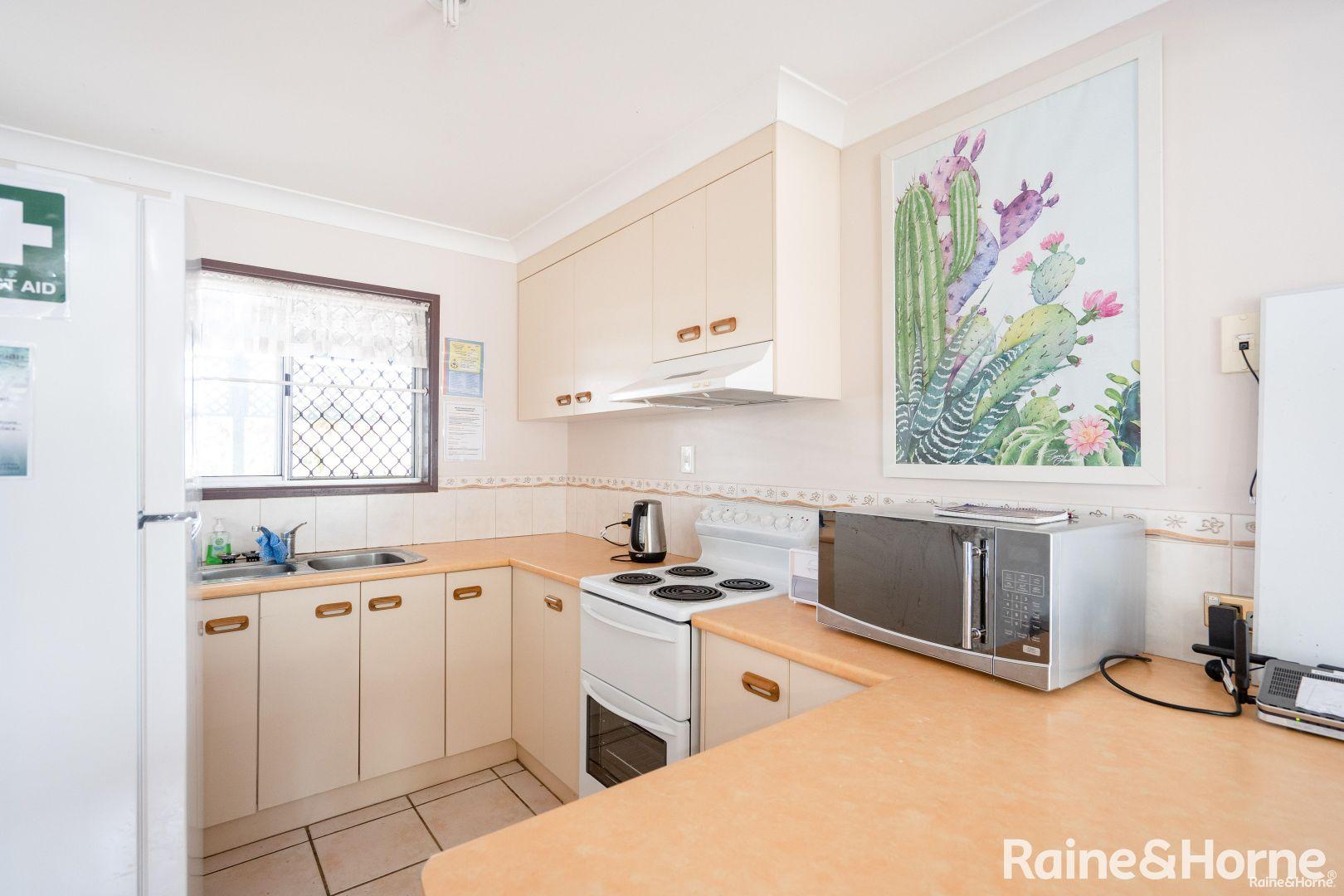 7 Gibbs Street, Urangan QLD 4655, Image 2