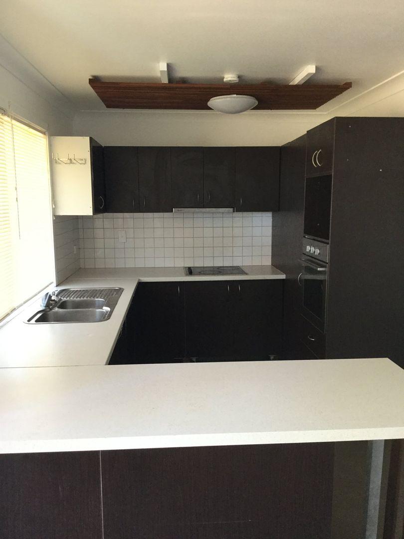 139 Goomburra Street, Hendon QLD 4362, Image 2