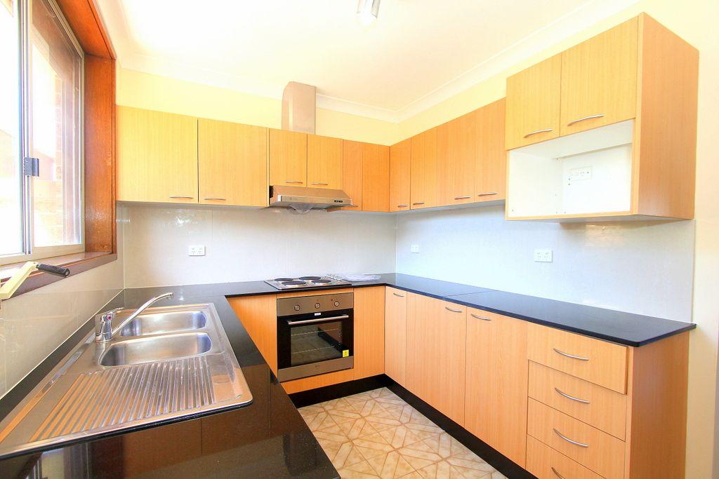 2/32 Clevedon Road, Hurstville NSW 2220, Image 1