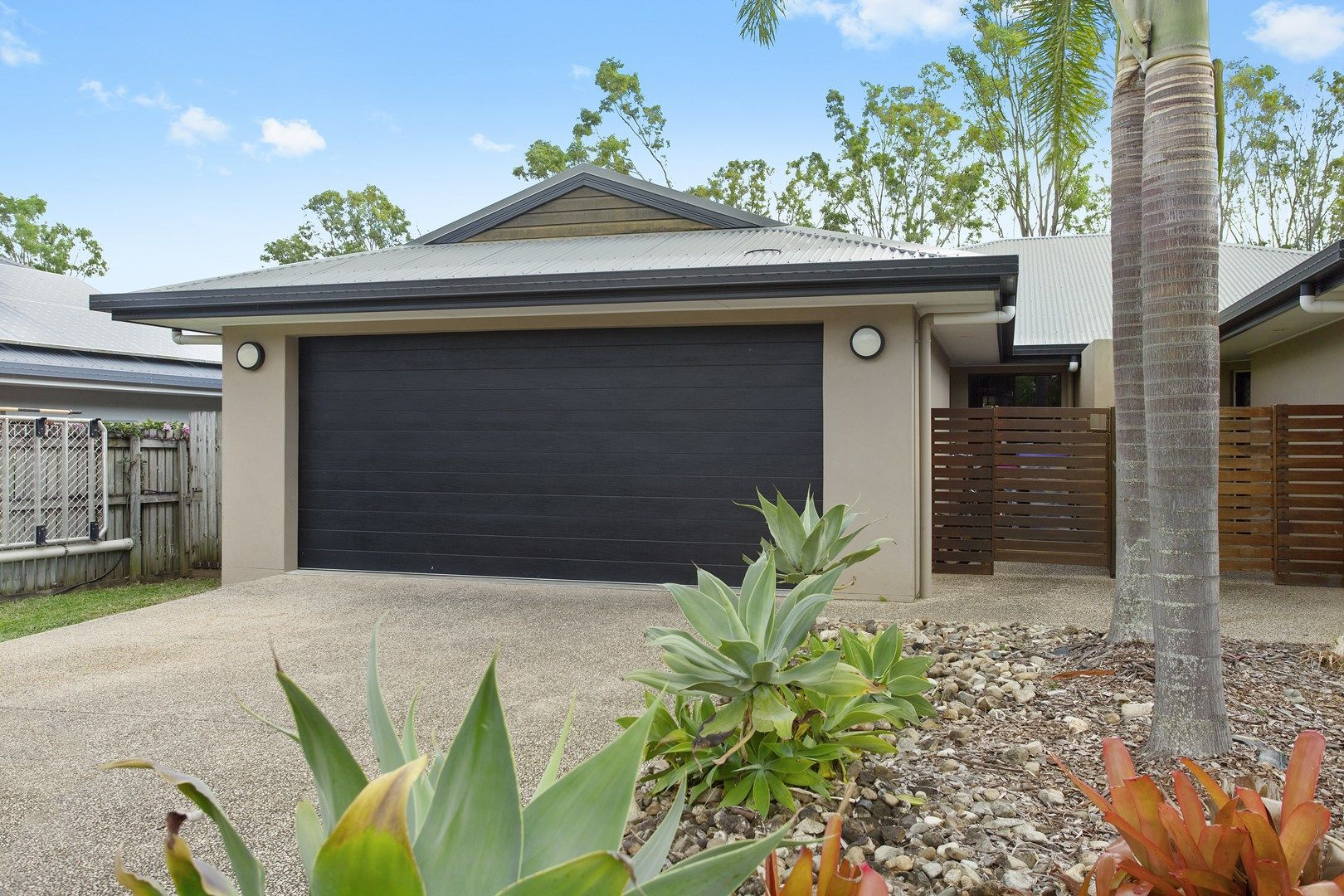 1/24 Links Drive, Cannonvale QLD 4802, Image 0