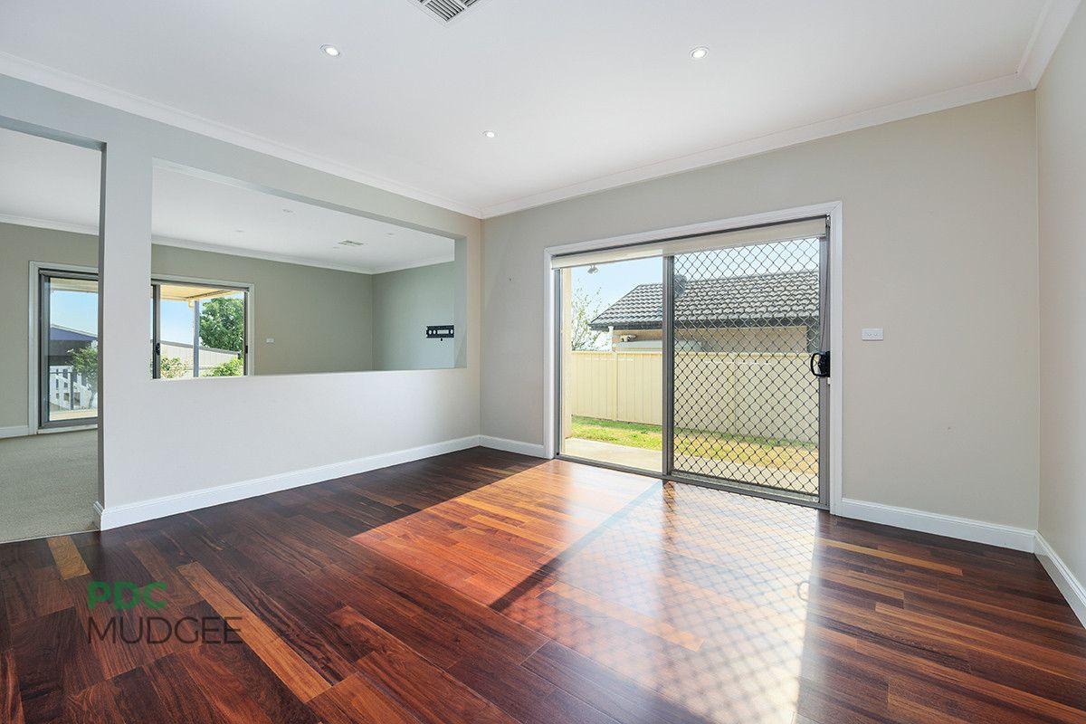 8 White Circle, Mudgee NSW 2850, Image 2