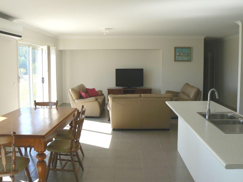 10 Barton Place, Marengo VIC 3233, Image 2