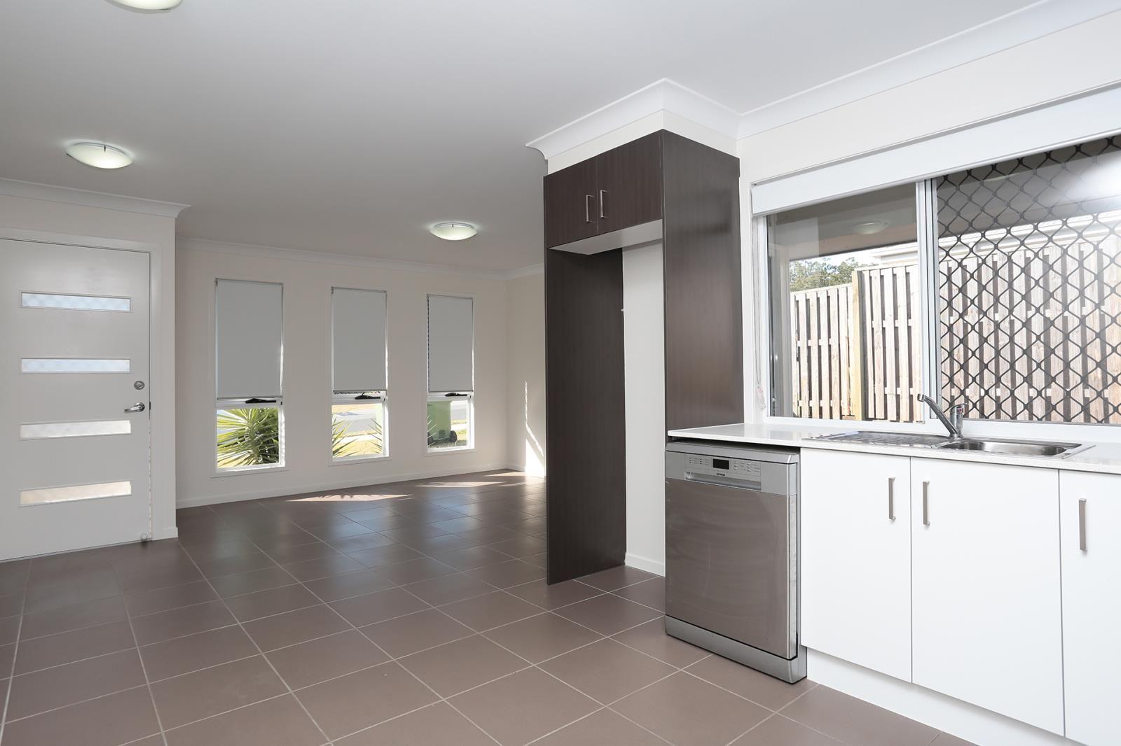 2/5 Melville Drive, Brassall QLD 4305, Image 1