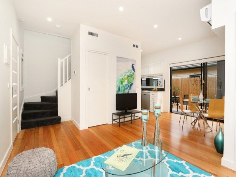 2/37 Watt Avenue, Oak Park VIC 3046, Image 2