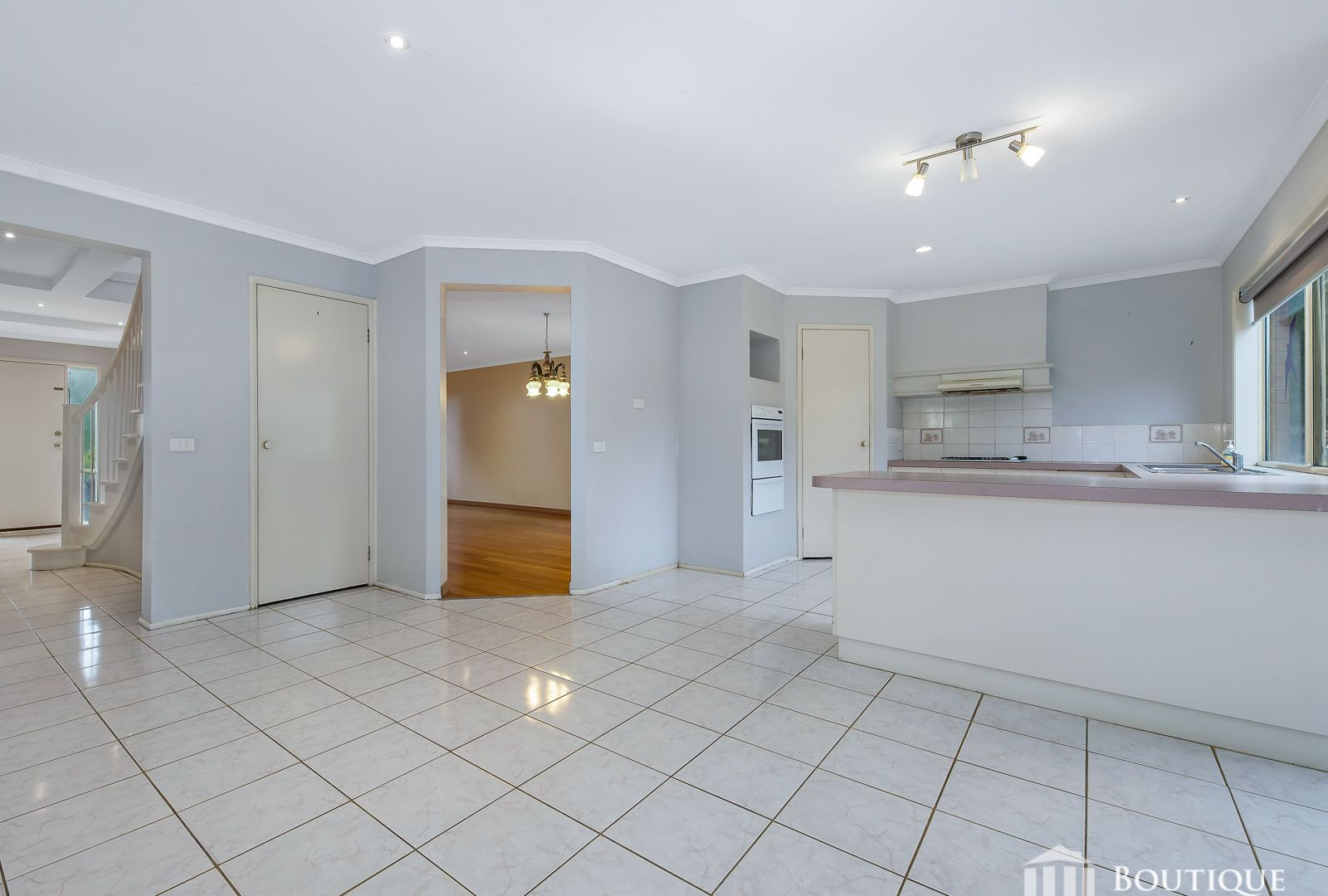 13 Munro Close, Hampton Park VIC 3976, Image 2