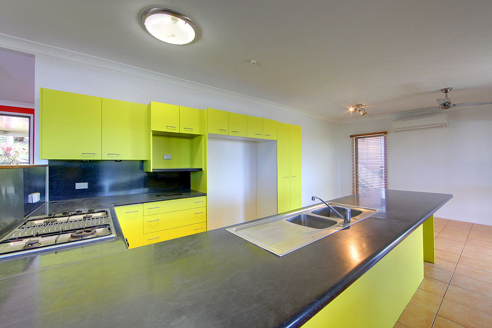 9 Rundle Street, Mount Louisa QLD 4814, Image 2