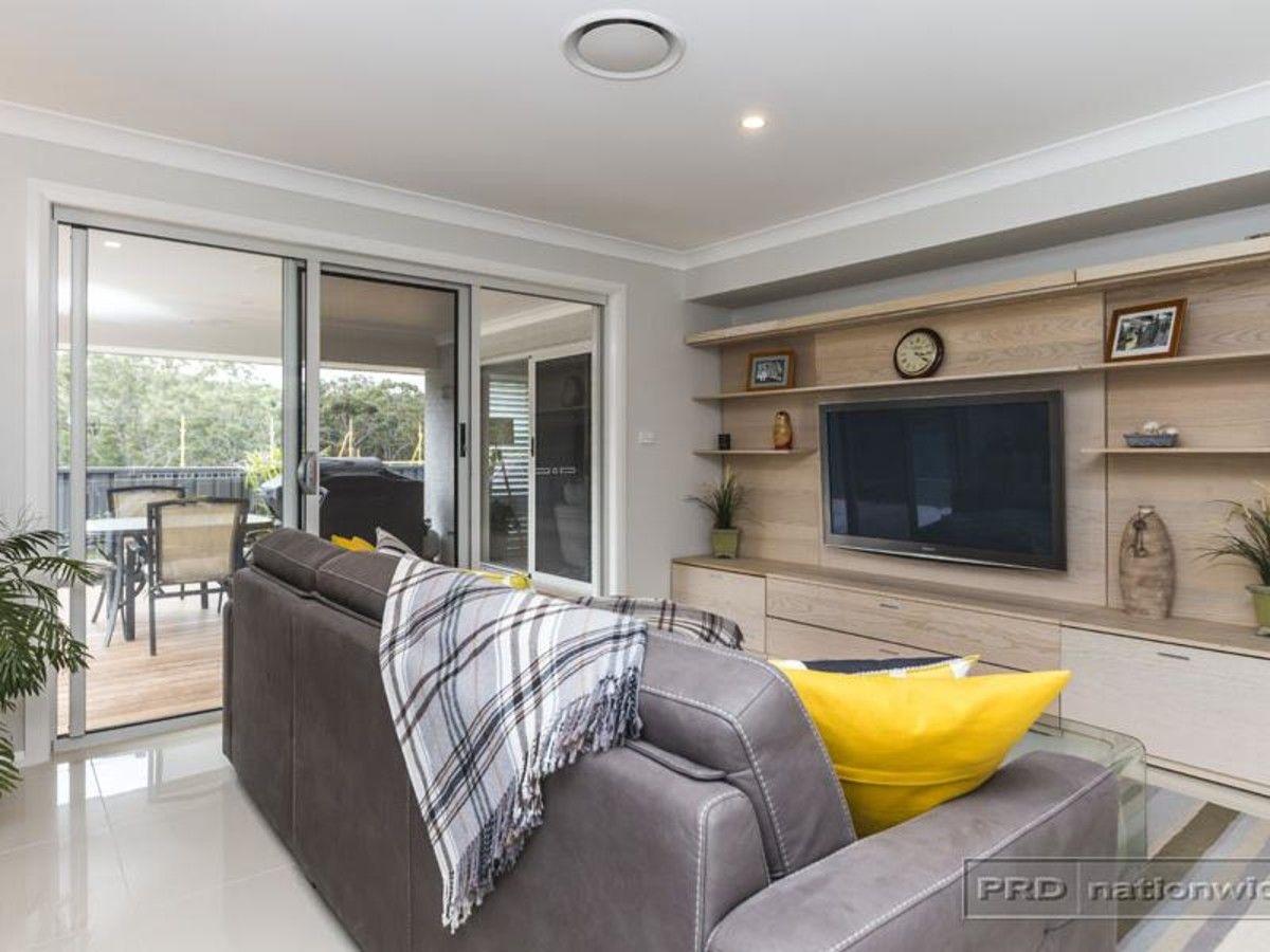 38 Floresta Crescent, Cameron Park NSW 2285, Image 2