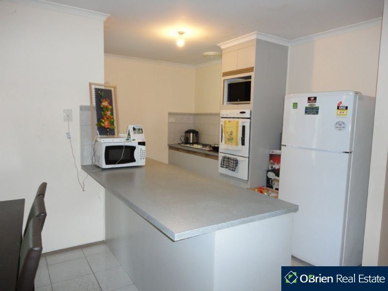 79 Strong Drive, Hampton Park VIC 3976, Image 2