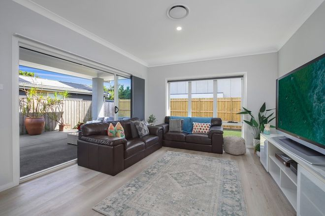 Picture of 152 Ocean Parade, BLUE BAY NSW 2261