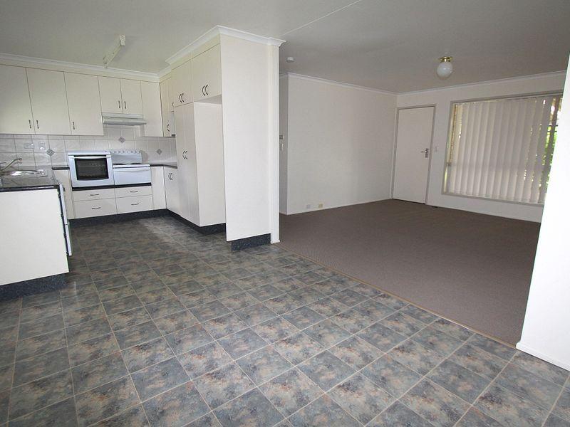 7 Gibson Grove, Emerald QLD 4720, Image 2