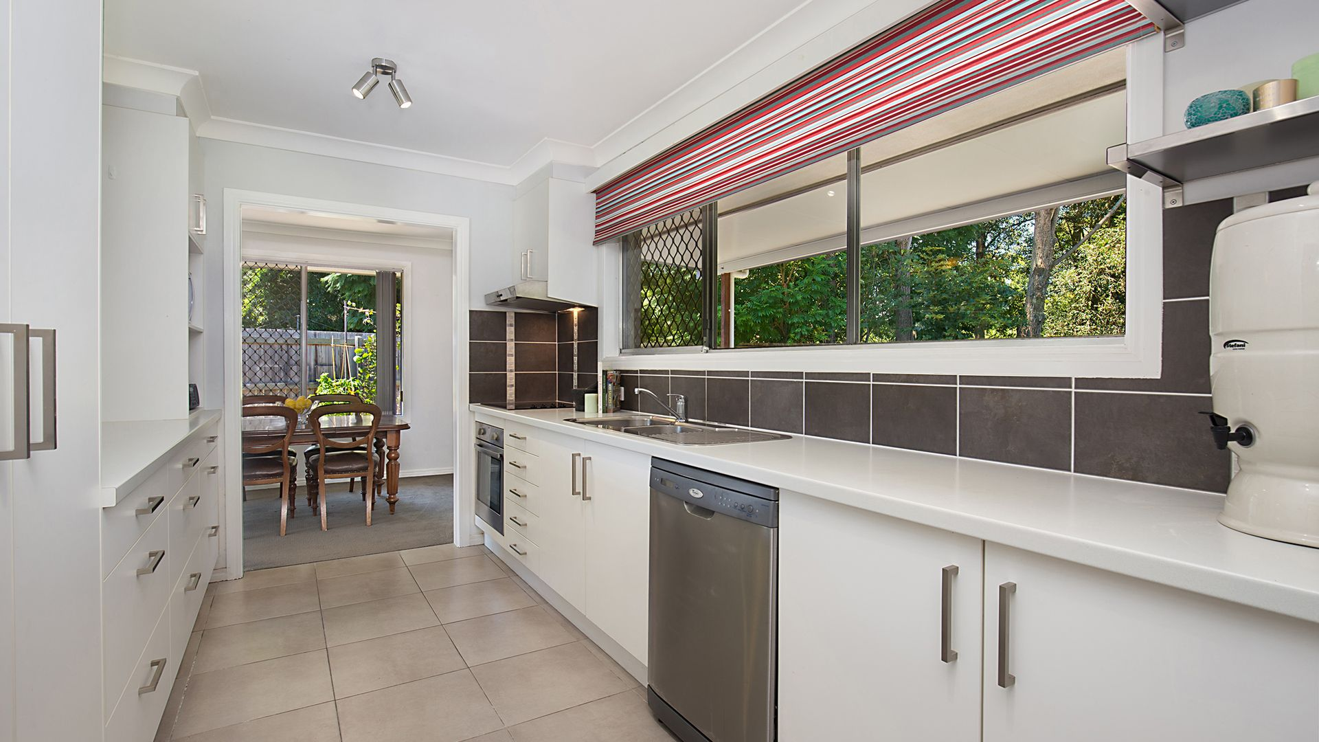 10 Juanita Grove, Springwood QLD 4127, Image 2
