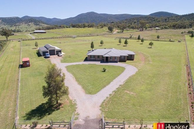 Picture of 1 Horseshoe Place, TAMWORTH NSW 2340