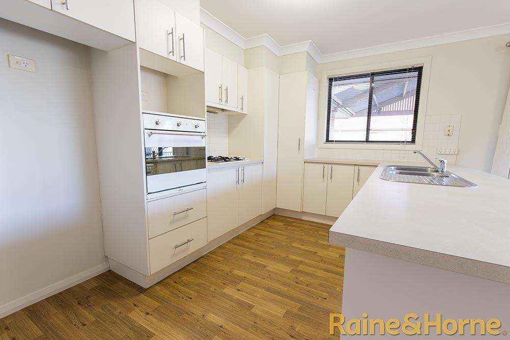 13 Hastings Court, Dubbo NSW 2830, Image 2