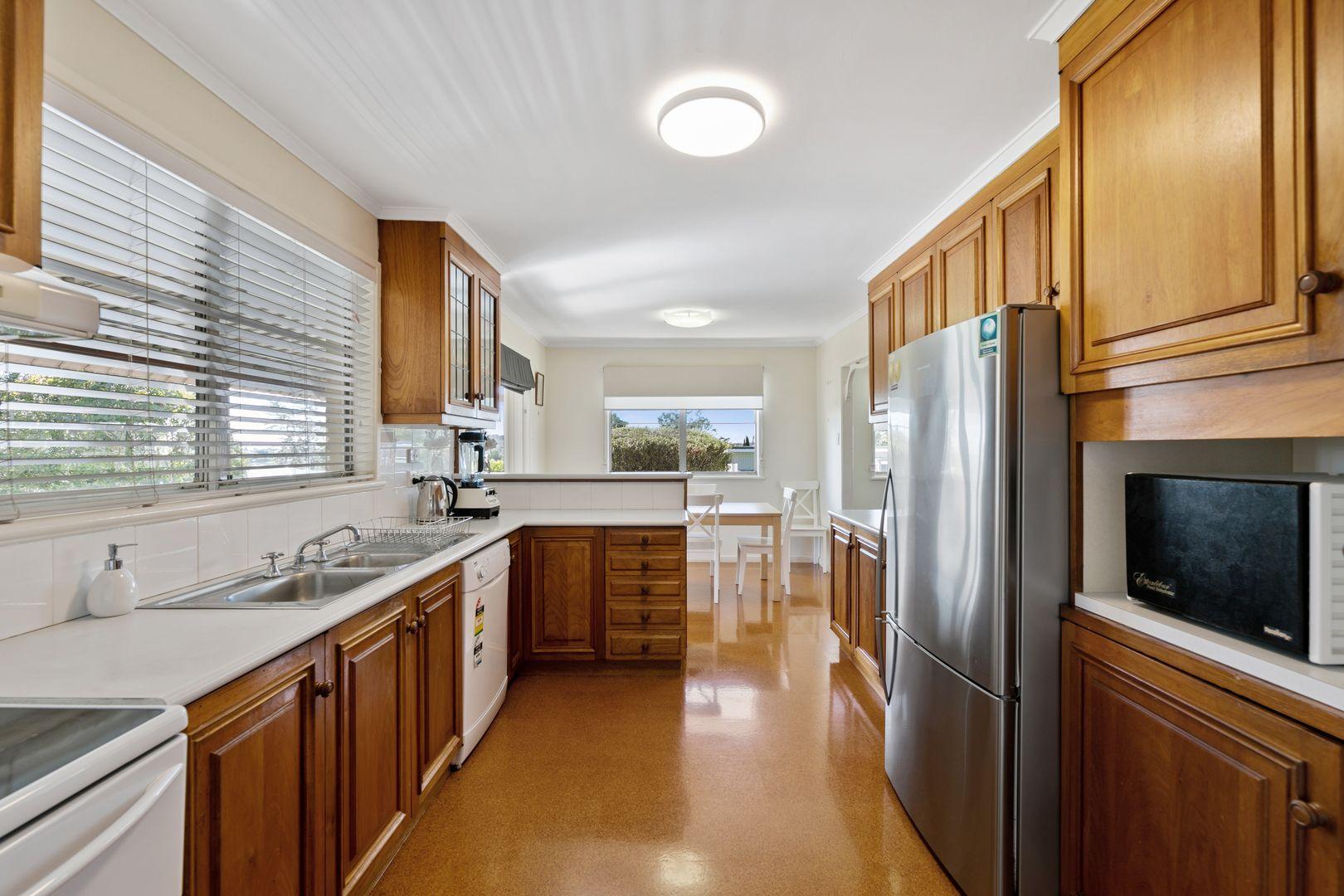 1 Erbacher Street, Centenary Heights QLD 4350, Image 2