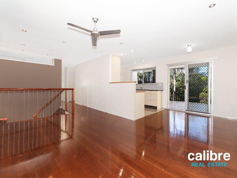 8 View  Crescent, Arana Hills QLD 4054, Image 2