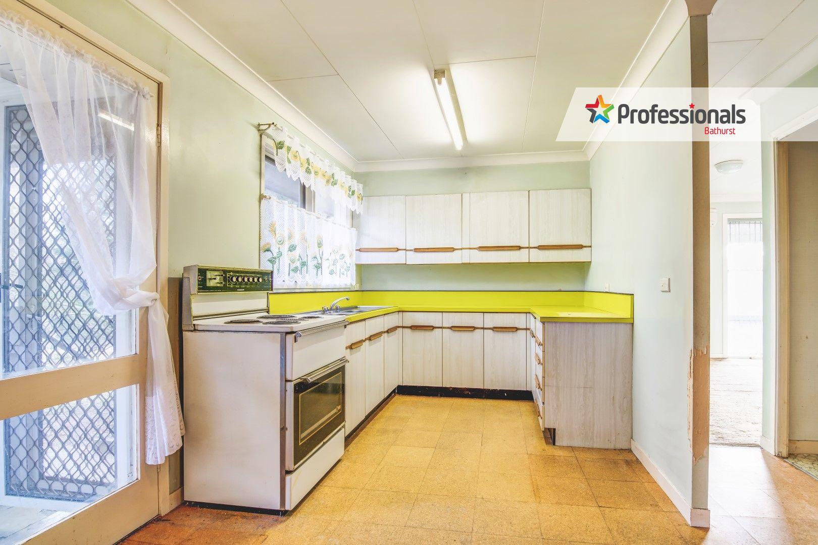 13 Winslow Place, West Bathurst NSW 2795, Image 1