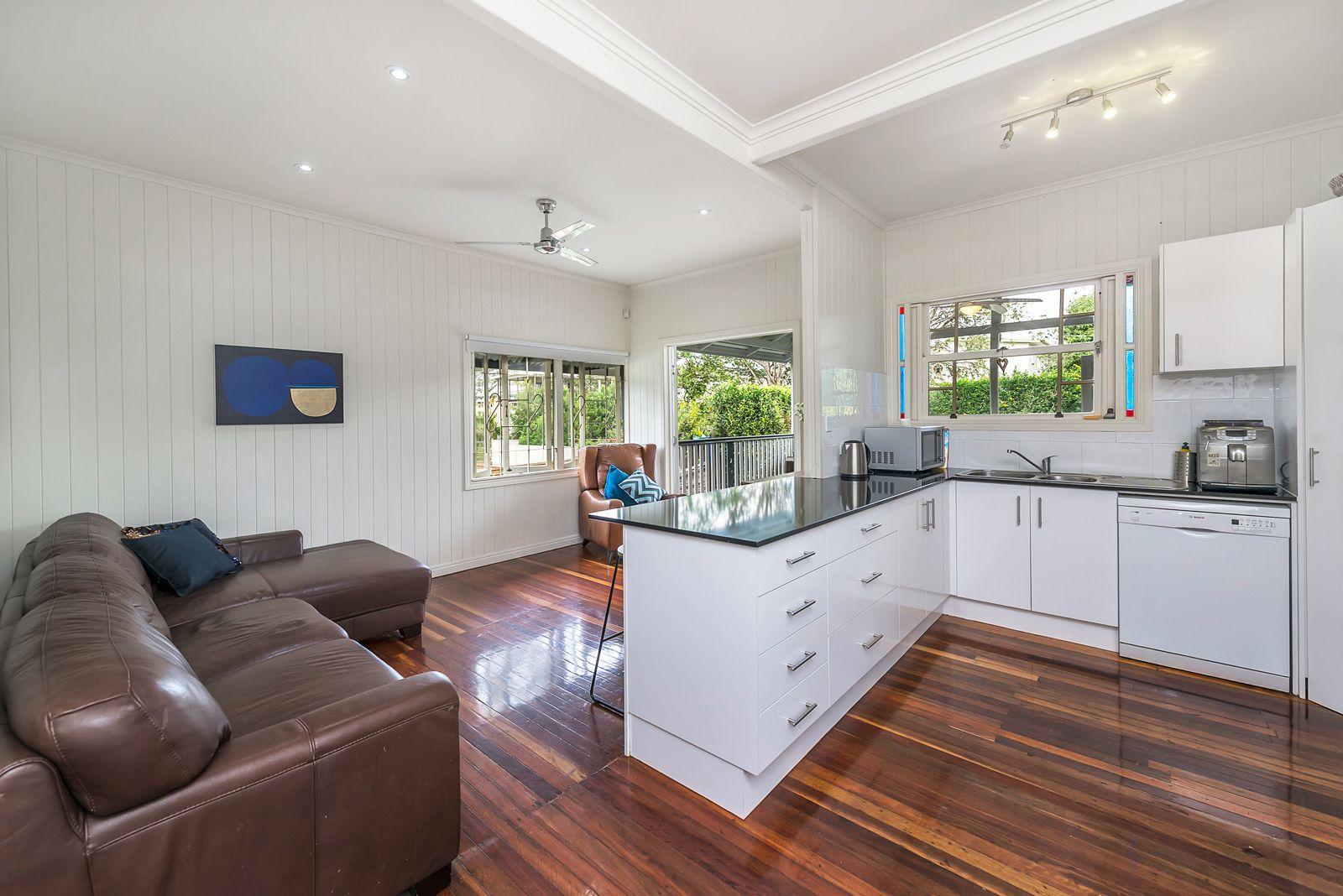 315 Long  Street, Graceville QLD 4075, Image 2