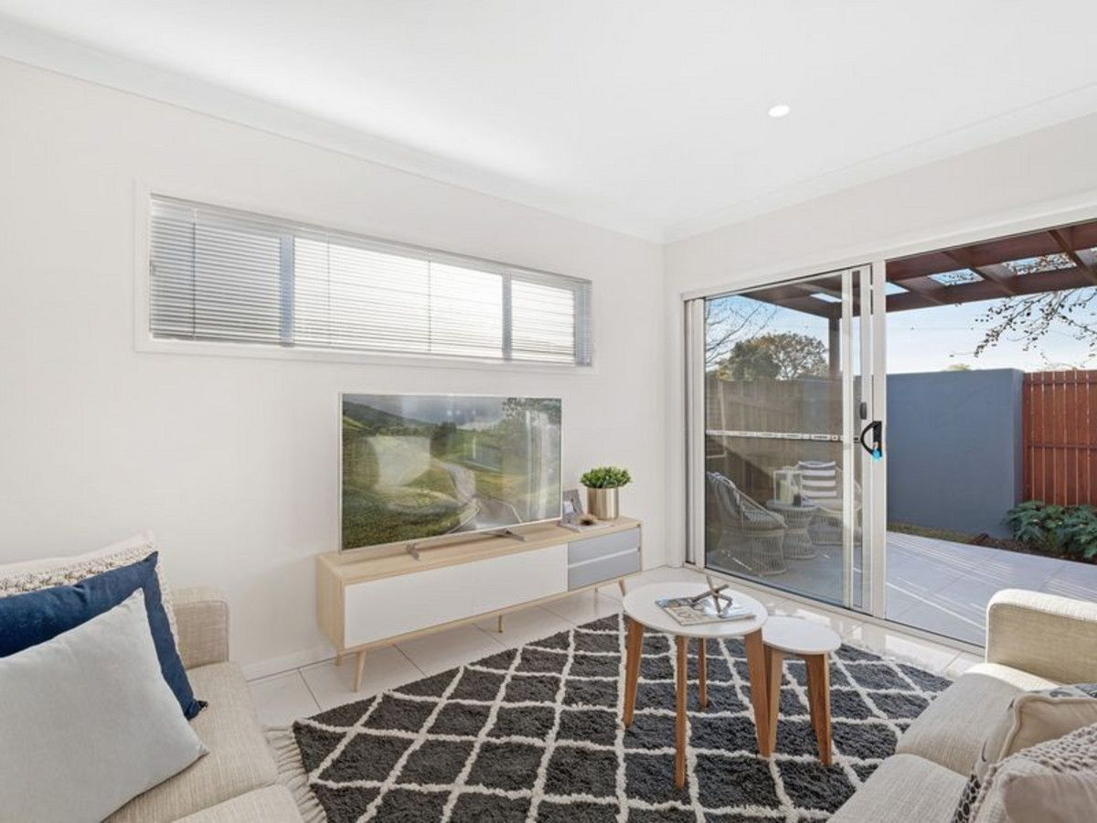 1/106A South Street, Centenary Heights QLD 4350, Image 2