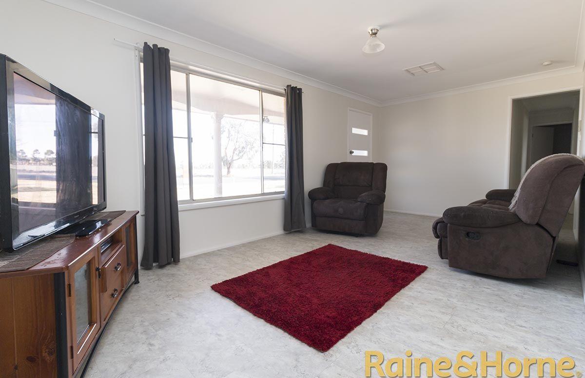 119 Dappo Road, Narromine NSW 2821, Image 2