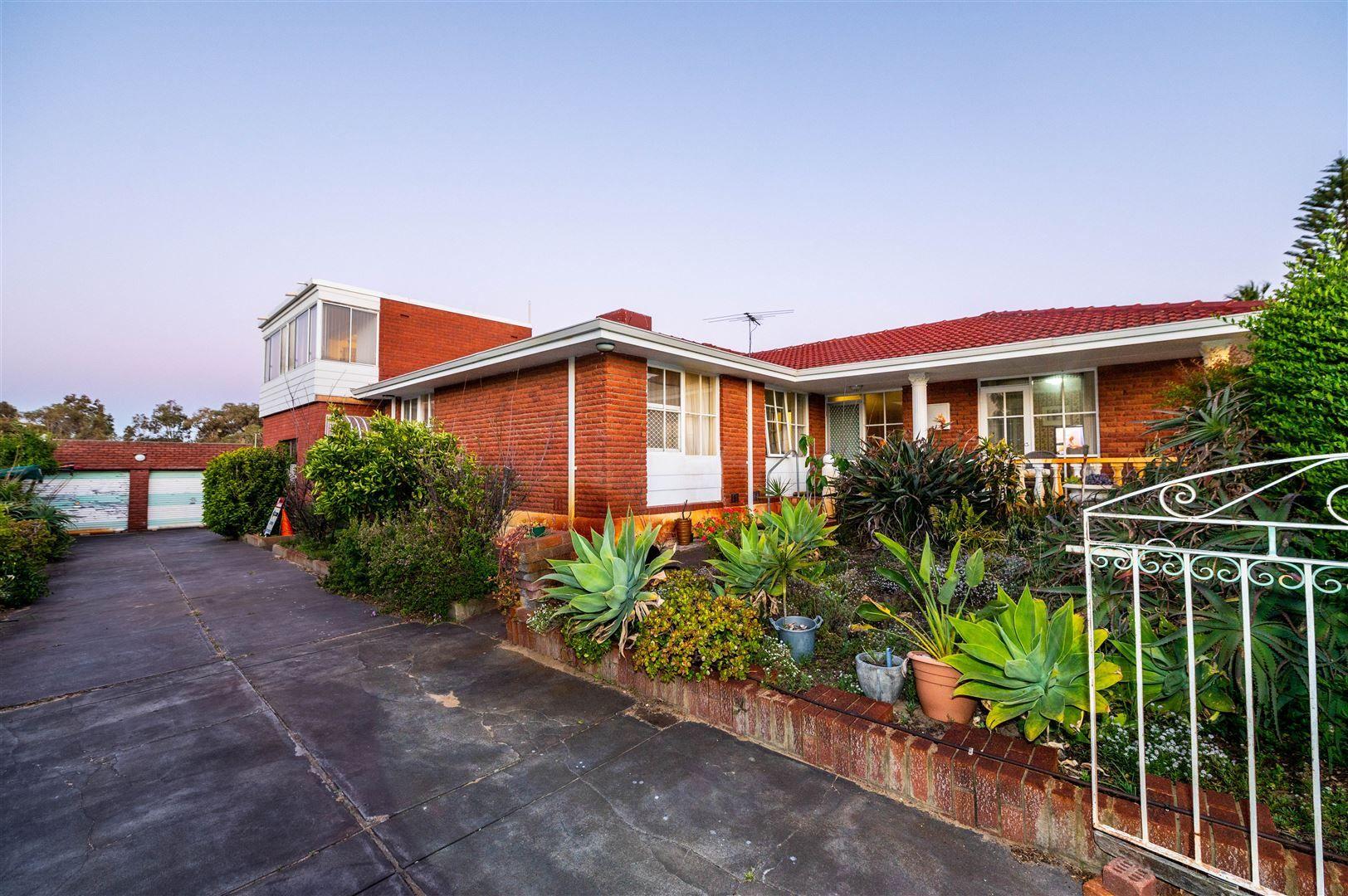 4 bedrooms House in 23 Wincanton Road KARRINYUP WA, 6018
