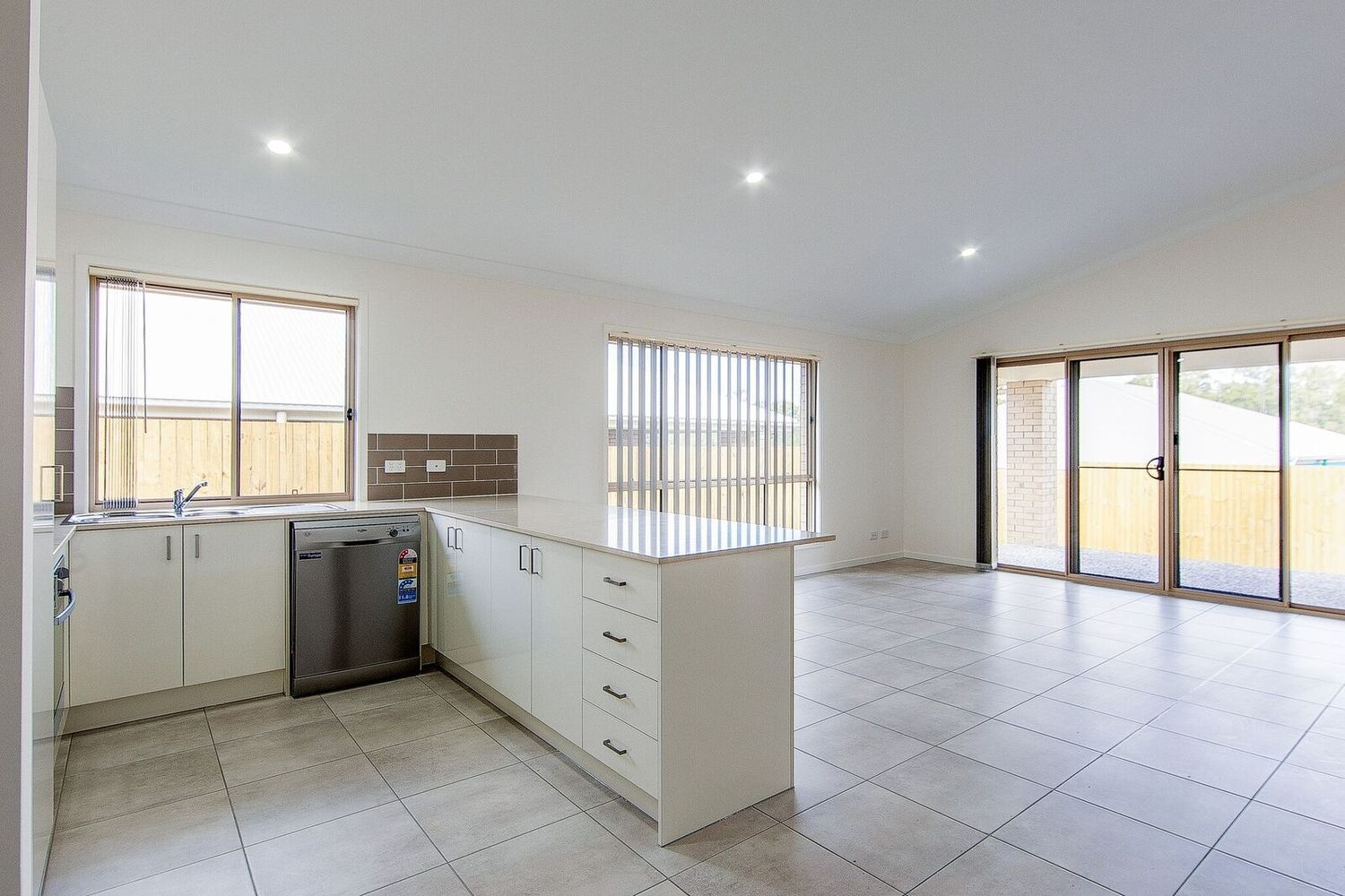 12 Wright Crescent, Flinders View QLD 4305, Image 1