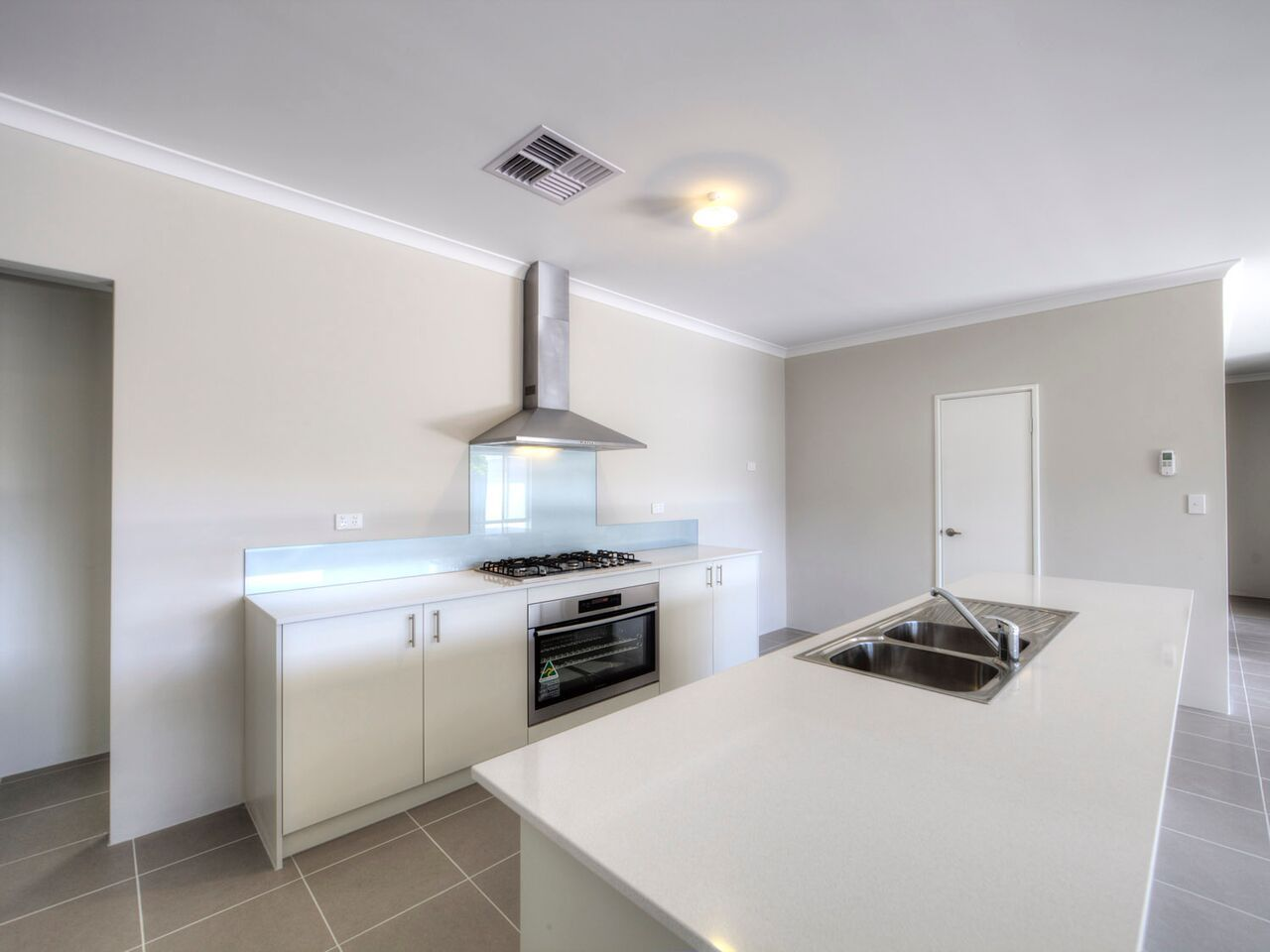 2/9A Northumberland Road, Forrestfield WA 6058, Image 2