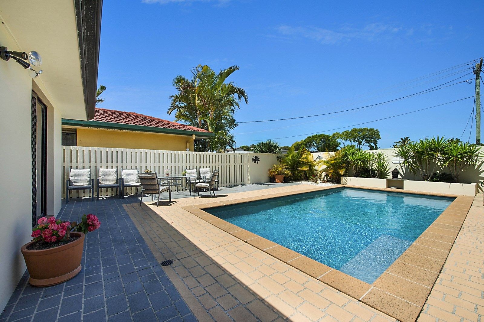 11 Swordfish Ct, Palm Beach QLD 4221, Image 2