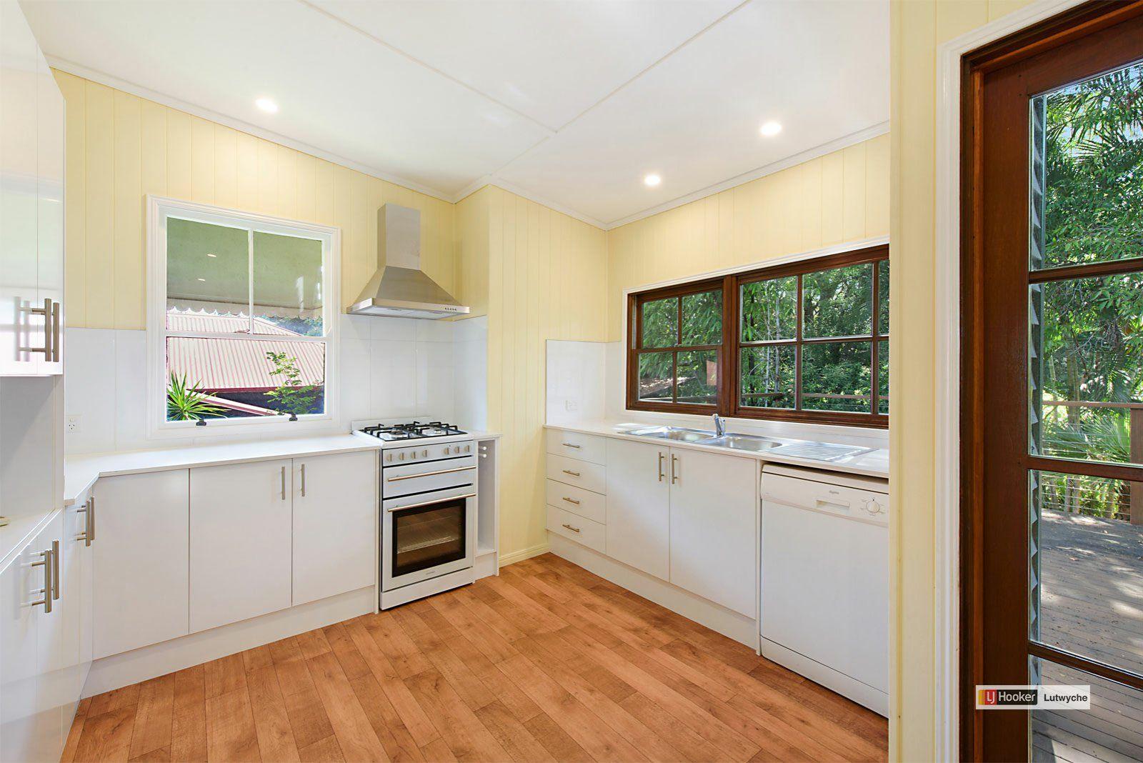 33 Warmington Street, Paddington QLD 4064, Image 2