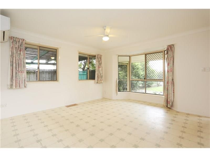 8 Lyndal Court, Morayfield QLD 4506, Image 2