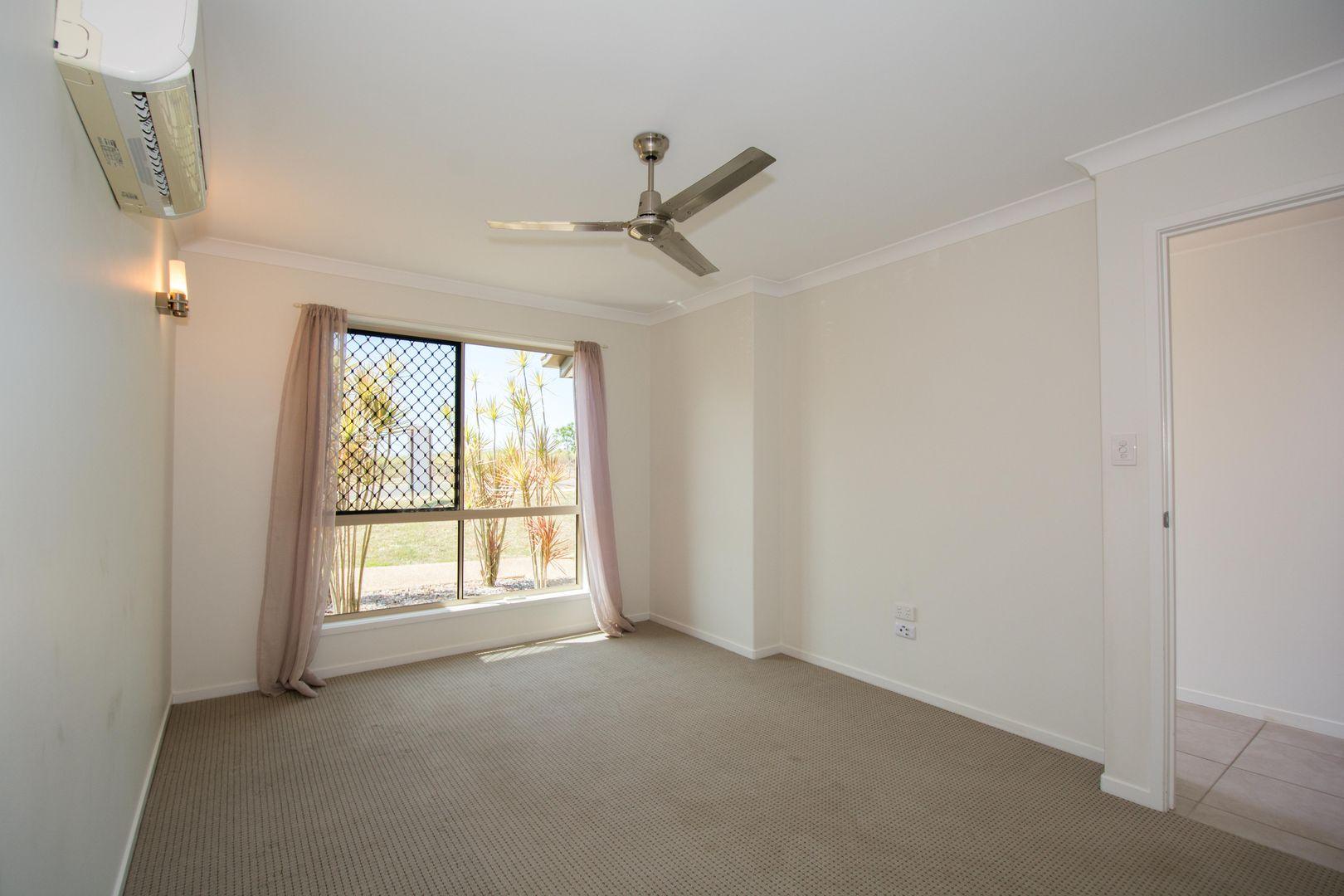 32 Sienna Boulevard, Ashfield QLD 4670, Image 2