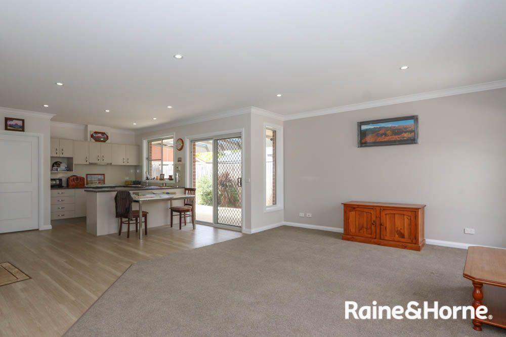 2/68 Lambert Street, Bathurst NSW 2795, Image 1