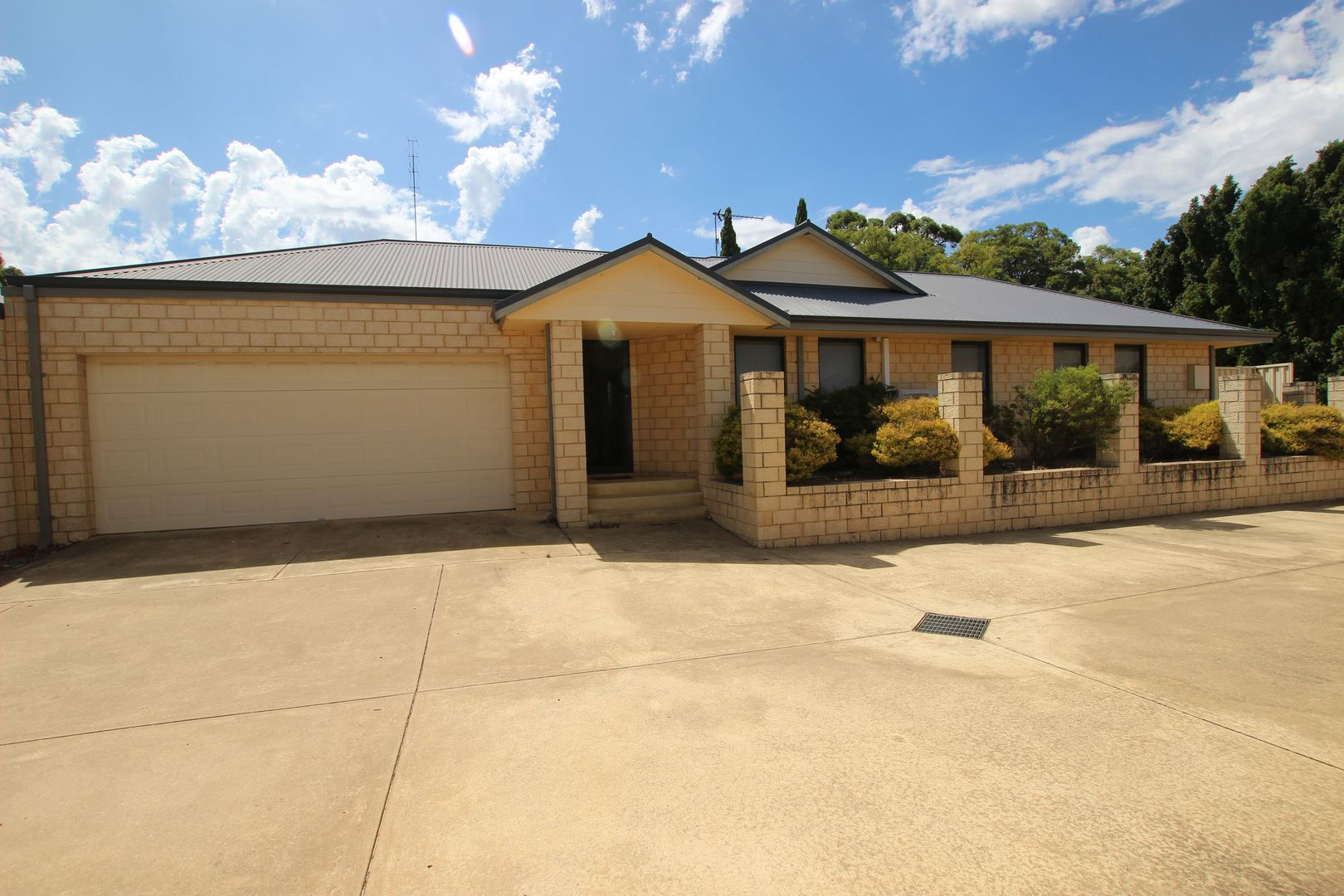 5/9 Kings Pl, Waroona WA 6215, Image 0