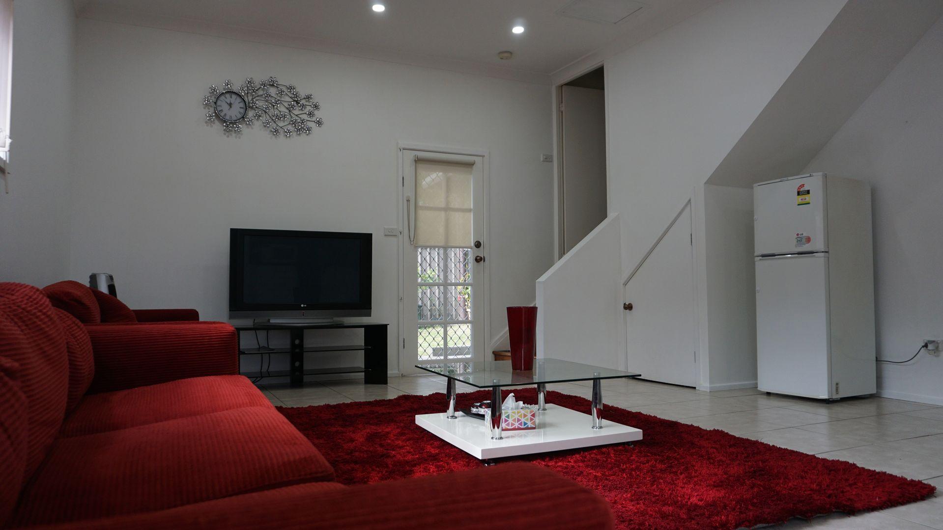 6A Simone Crescent, Casula NSW 2170, Image 2