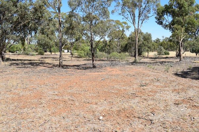 Picture of 18 Newbold Street, WEDDERBURN VIC 3518