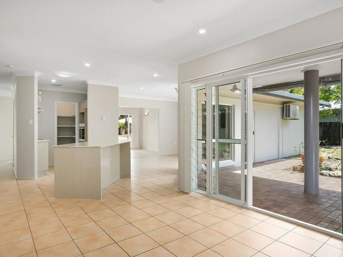 6 Baronia Crescent, Holloways Beach QLD 4878, Image 0