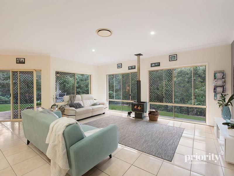 5 Springbook Court, Cashmere QLD 4500, Image 2