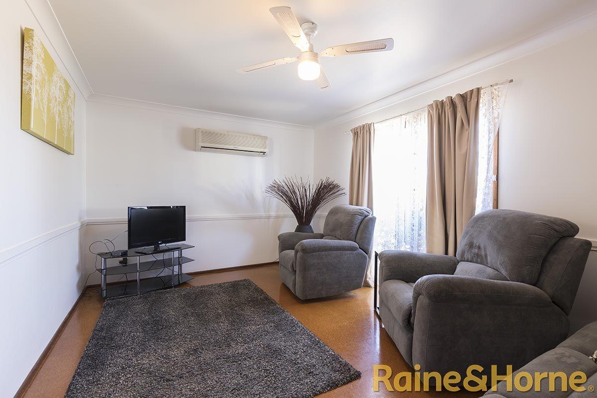 12 Epsom Avenue, Dubbo NSW 2830, Image 2