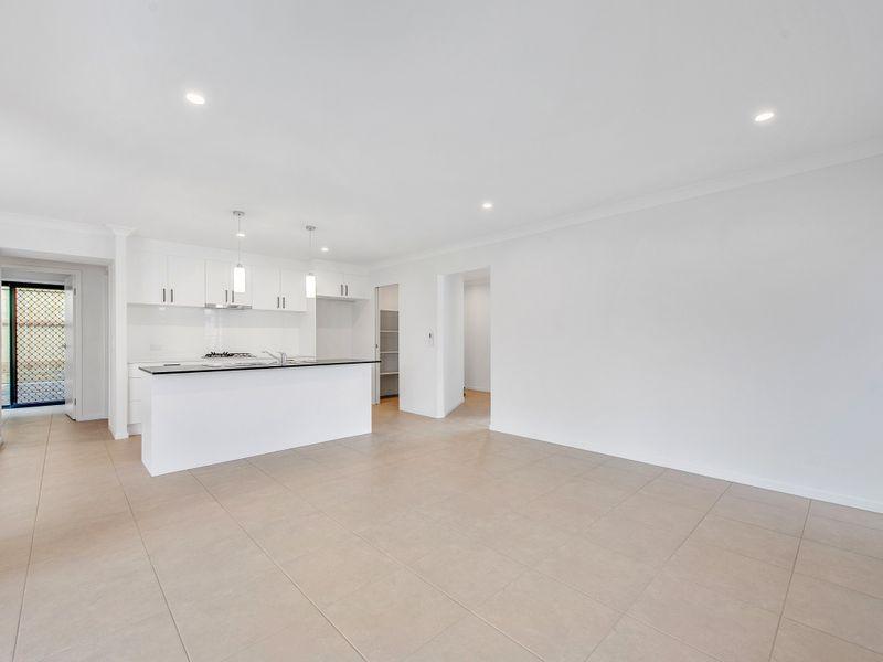 7 Bradleys Street, Ripley QLD 4306, Image 2